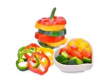 Красочный кусок сладостных изолированных болгарского перца или capsicum Стоковое Фото