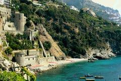 Красочный ландшафт на побережье Амальфи стоковая фотография