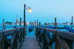 Красочный ландшафт с деревянной пристанью Стоковые Фото