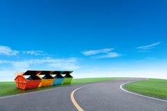 Красочный мусорный контейнер ящика отбросов производства для муниципальных отходов или Стоковые Фотографии RF