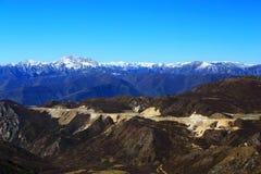 Красочный пейзаж осени на всем пути к национальному парку Huanglong Стоковое Фото