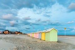 красочный пляж купая кабины Стоковые Фотографии RF