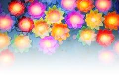 Красочный поплавок свечи света цветка в воде стоковые фотографии rf