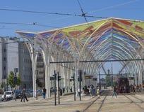 Красочный портал на платформе piotrkowska трамвайной остановки в Лодзе c Стоковая Фотография RF