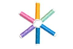 Красочный поток для шить изолированный на белизне Стоковые Фото