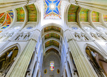 Красочный потолок собора Almudena стоковые фото