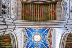 Красочный потолок собора Almudena стоковые изображения
