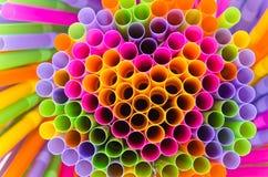 Красочный предпосылки выпивая соломы с формой сердца Стоковое Изображение RF