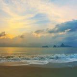 Красочный рассвет над морем стоковое изображение rf