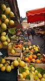Красочный рынок свежих овощей в Франции Стоковая Фотография