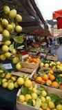 Красочный рынок свежих овощей в Франции Стоковые Фото