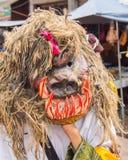 Красочный совершитель в фестивале Kon животиков Phi, Loei маски призрака, Таиланд стоковое фото