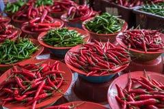 Красочный стойл перцев чилей, азиатский рынок Стоковое Изображение RF