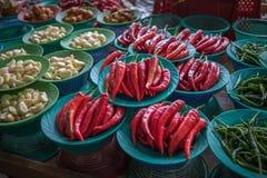 Красочный стойл перцев чилей, азиатский рынок Стоковое Фото