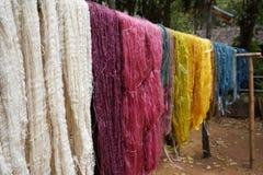 Красочный сырцового пестротканого silk потока Стоковые Изображения RF