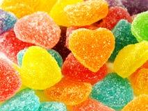 Красочный сладостный конец формы сердца студня вверх на белой предпосылке Стоковая Фотография