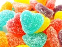 Красочный сладостный конец формы сердца студня вверх на белой предпосылке Стоковые Фото