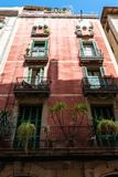 Красочный фасад Buiding квартиры в Барселоне, Испании стоковое изображение