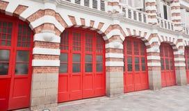 Красочный фасад пожарного депо в Сингапуре Стоковые Изображения RF