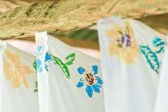 Красочный цветок с handmade на батике Стоковое Фото