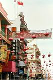 Красочный Чайна-таун в Сан-Франциско, Калифорния стоковые изображения rf