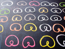Красочный чертеж кренделя на доске мела Стоковая Фотография RF