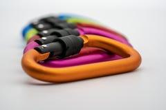 Красочный штейновый крюк кнопки алюминия металла на белом backgr Стоковые Фото