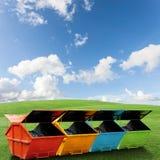 Красочный ящик отбросов производства & x28; dumpster& x29; для муниципальных отходов или стоковая фотография rf