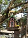 Красочный birdhouse в лесе Стоковое Изображение