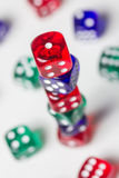 Красочный dices предпосылка изолированная на белизне Стоковая Фотография RF