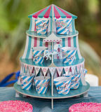 Красочный striped голубой и розовый carousel дня рождения Стоковое Изображение
