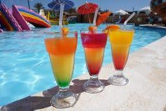 3 красочных коктеиля бассейном Стоковые Фотографии RF