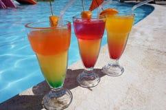 3 красочных коктеиля бассейном Стоковая Фотография RF