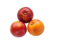 3 красочных красных сицилийских апельсина изолированного на белизне Стоковое фото RF