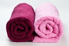 2 красочных чистых полотенца хлопка изолированного на белизне Стоковое Изображение