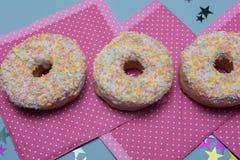 3 красочных donuts с брызгают Стоковые Фотографии RF
