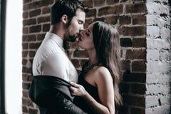красть поцелуя стоковое изображение rf