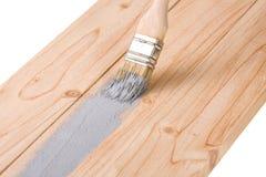 Крася цвет кисти деревянной доски серый изолированный на белой предпосылке Стоковые Изображения RF