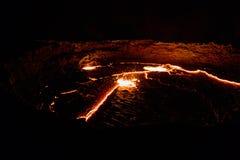Кратер вулкана эля Erta панорамы, плавя лава, депрессия Danakil, Эфиопия Стоковое Изображение RF