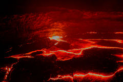 Кратер вулкана эля Erta панорамы, плавя лава, депрессия Danakil, Эфиопия Стоковая Фотография RF