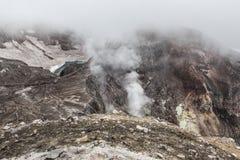 Кратер вулкана Gorely, Камчатка, Россия Стоковое фото RF
