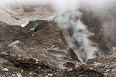 Кратер вулкана Gorely, Камчатка, Россия Стоковые Фото
