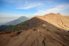 Кратер вулкана Kawah Ijen, Индонезии стоковые изображения