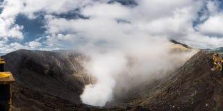 Кратер действующего вулкана Bromo Стоковые Фото