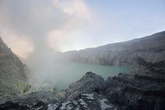 Кратер Ijen, Индонезия стоковое изображение rf