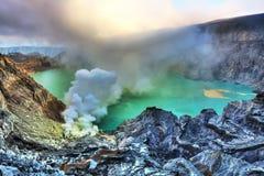 кратер ijen стоковые изображения