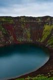 Кратер Kerid вулканический в Исландии, Европе стоковые фото