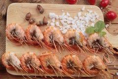 Креветка или креветка испеченные с солью очень вкусный Стоковые Фото