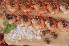 Креветка или креветка испеченные с солью очень вкусный Стоковое Фото