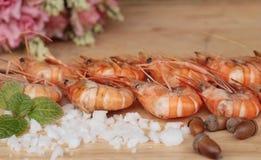 Креветка или креветка испеченные с солью очень вкусный Стоковая Фотография